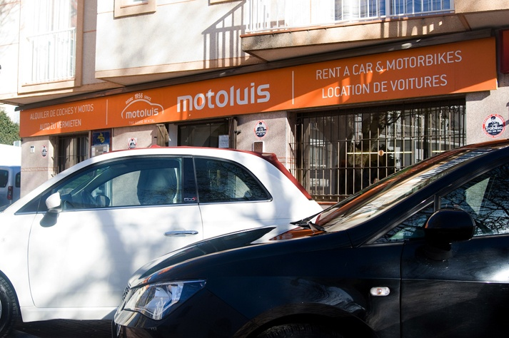 You can rent a car without credit card in Moto Luis
